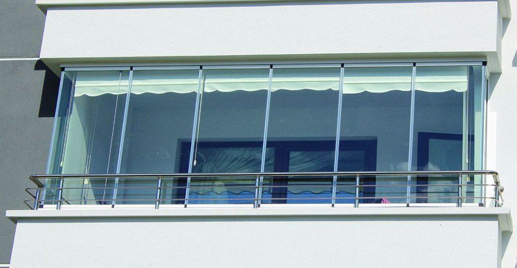 Chiusure per terrazzi in pvc for Grate in legno per balconi
